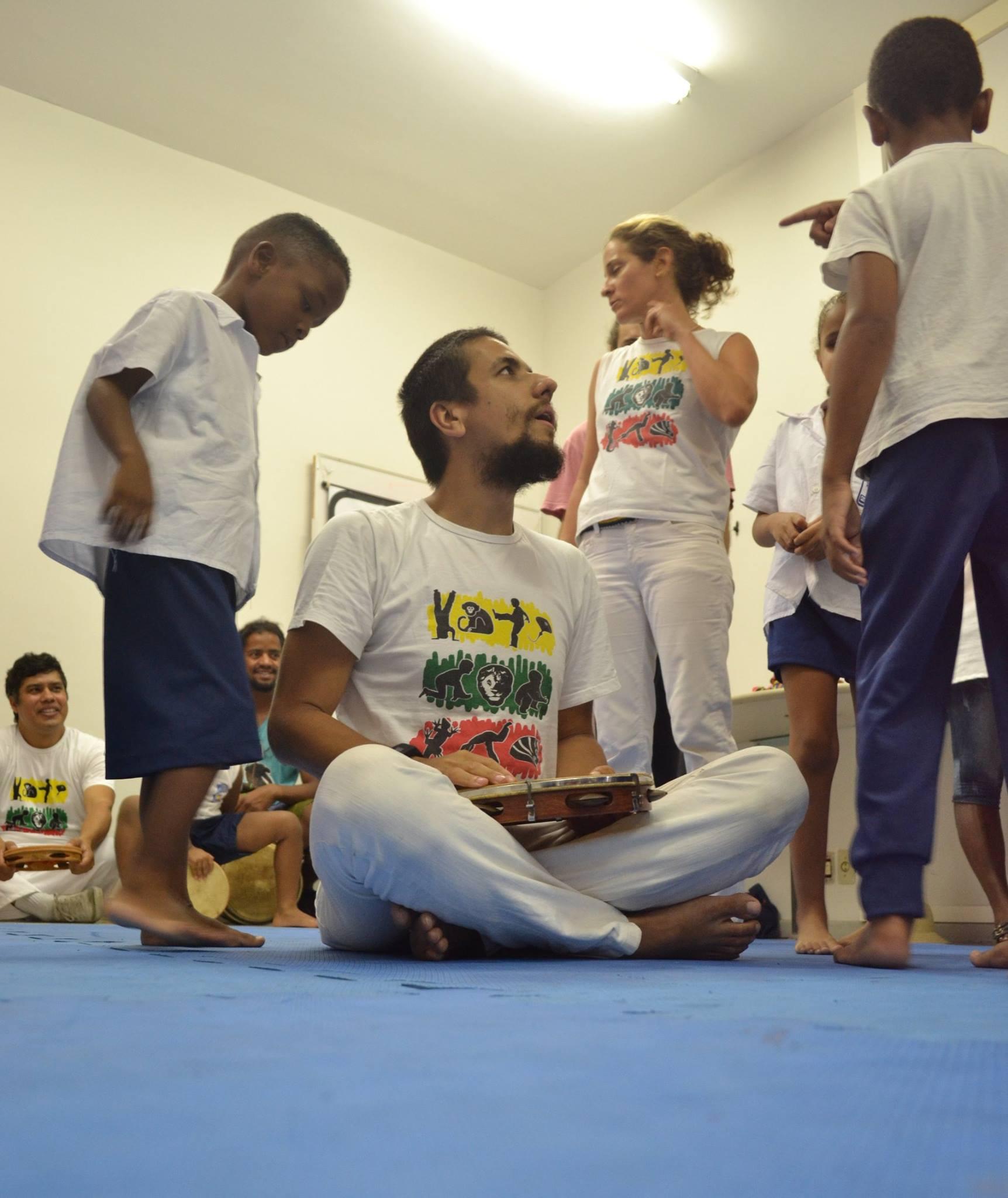 Capoeira com Crianças Cegas no Instituto Benjamin Constant